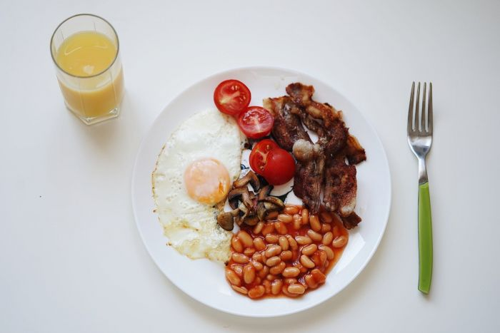 A traditional English breakfast plate