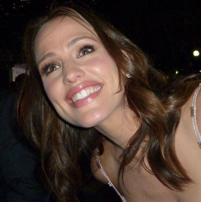 Jennifer Garner smiling and looking beautiful as always