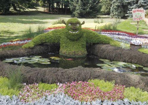 Shrek made of flowers