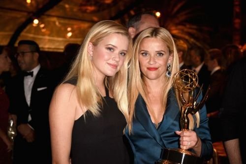 Ava Elizabeth Phillippe and Reese Witherspoon at an award ceremony